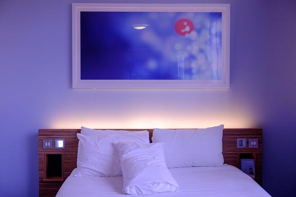 ベッド裏のダウンライト